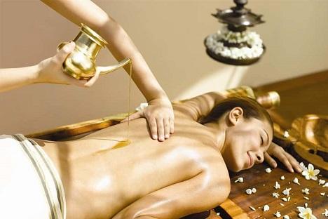 Shrvangadhara (Hot oil Massage)